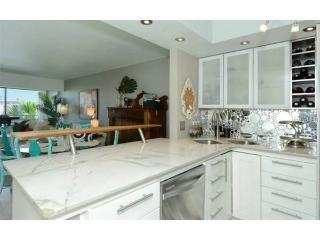 Newly renovated 2/2 w/ private beach access!, Longboat Key