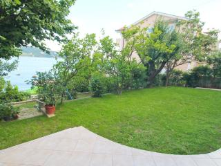 1st floor with a garden by the sea in Savina