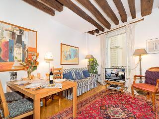 Place des Victoires 2 Bedroom Central Paris
