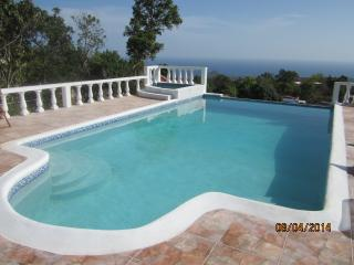 Beautiful Villa/Guest house - 3 bedrooms sleeps  7 persons