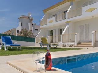 Duncan Red Villa, Olhos de Agua, Algarve