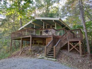 Creekside Cabin Pet friendly cabin on the creek...