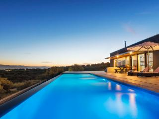 Luxury Villa with private infinity swimming pool, Acrotiri