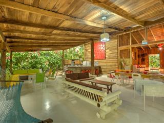Casa Cerise: modern 16 pers Private Beach front, Punta Uva