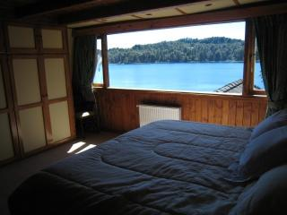 Lakefront Home with Sandy Beach and Dock, San Carlos de Bariloche