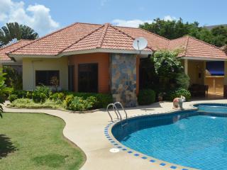 Villa Pattaya Hill with swimming pool