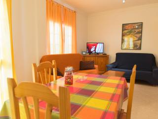 Alquiler apartamento junto playa con Wifi TV Satel