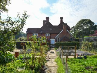 Luxury, quiet country cottage overlooking fields, Brenchley