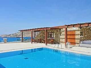 Maganos Apartment: Traditional one bedroom apt, for 2 to 4 persons, enjoys a