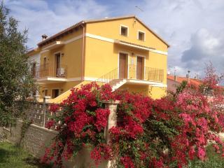 La casa gialla-monolocale A su due livelli