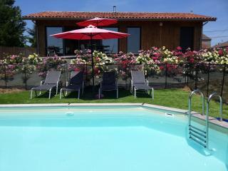 Villa neuve 2 chambres confort près Bergerac piscine privée wifi calme belle vue