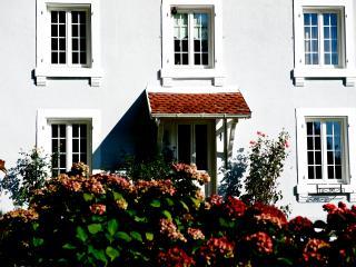 STUDIO B CHAMBRE NOIR, Plancher-Bas
