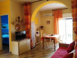 Apartment at 50 meters from the sea., Giardini Naxos