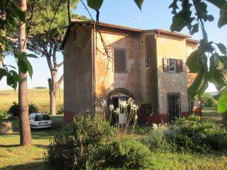casa di campagna con giardino,localita Montebello