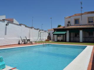 Casa con jardín y piscina privada