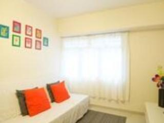 Cozy 2 Bedroom Apartment Near MTR Downtown, Hong Kong