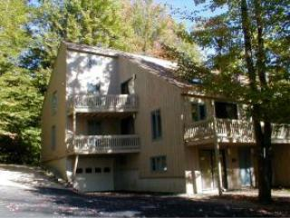 4 Story Condo with 5 Bedrooms, New Kitchen!, North Conway