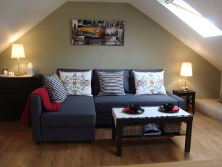 The Cotton Loft, Litton - private holiday studio sleeps 2, in the Peak District.