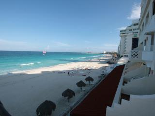 Beautiful Condo 4002, at Cancun Plaza for Rent!, Cancún