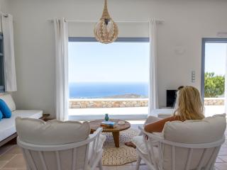 Sea-view Jaccuzzi Executive Suite, Pyrgos