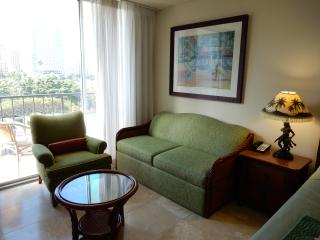 The Pineapple Suite, Honolulu