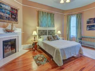 Experience the view, parlor and perks of this cozy condo!