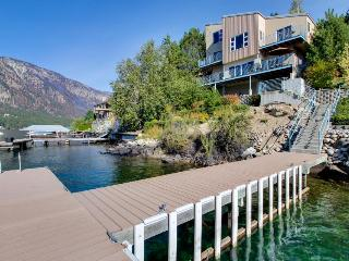 Modern dog-friendly lakefront chalet, shared dock/hot tub!