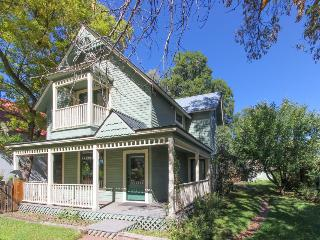 Beautiful, remodeled Victorian in downtown Durango!