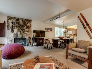 Cozy duplex for affordable mountain lodging - four ski resorts in 25 miles!