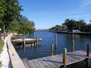 Palma Sola Bay W / Boat Dock - Walk to Beach, Bradenton