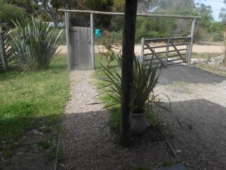 Alquilo casa en La Barra a 10 cuadras de la playa.
