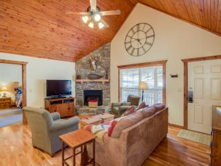 Luxury Rustic Lodge close to Silver Dollar City!  Swim, golf, more!, Branson West