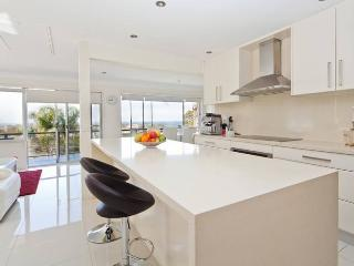 4 Bed House with Pool BHL3, Sydney