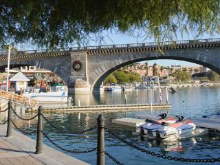Lake Havasu Get Away!!  Pool! Walking distance to London Bridge and Starbucks!!