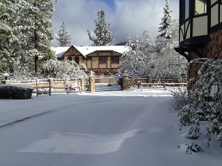 Exclusive Gated Lakefront Resort! Heated indoor Pool, Spa, Sauna and Tennis!, Big Bear Region