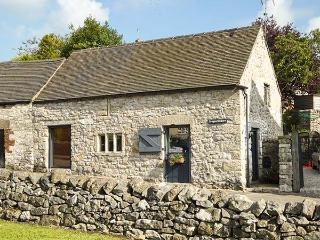 DRAGON HILL BARN, family friendly, luxury holiday cottage, with open fire in Bra