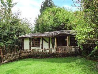 BROOKBANK FOLLY, romantic, character holiday cottage, with a garden in Mitchelde