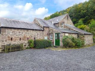 OAK TREE COTTAGE, character cottage, Smart TV, parking, beautiful grounds and