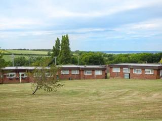 SOLENT SUNSET, single-storey chalet on holiday village, shared leisure facilities, parking, decked area, in Cowes, Ref 927492