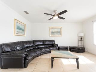 Beautiful condo close to Busch Gardens
