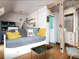 Chic & cosy apartment St Ambroise/Marais w/balcony