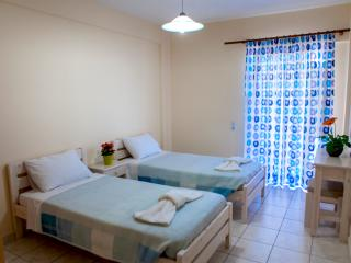 Apartment in Tolo for up to 4 persons - economical