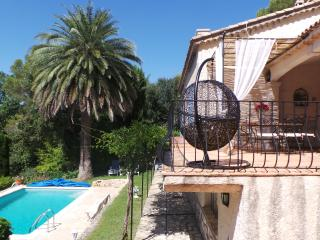 Villa traditionnelle Français Riviera sleeps 6 + piscine, Roquefort-les-Pins