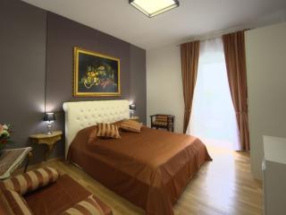 GOLDEN HOUSE ROMA, Rome
