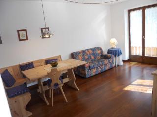 Villa Elena - Sala da pranzo e soggiorno con TV