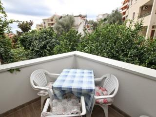 Petrovac / 2 rooms / 200m to the sea