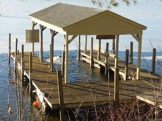 Cabin with Shared Beach (HIC44W), Gilford