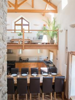 Spacious kitchen and dining area - Barn
