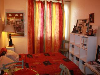 Coquette chambre dans apt. malgache, Perpignan