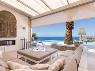 Luxury villa with fantastic sea views and sunsets